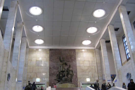 Москва, станция метро Партизанская.